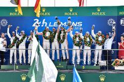 LMGTE Pro podyum: Yarış galibi Michael Christensen, Kevin Estre, Laurens Vanthoor, Porsche GT Team, 2. Richard Lietz, Gianmaria Bruni, Frédéric Makowiecki, Porsche GT Team, 3. Joey Hand, Dirk Müller, Sébastien Bourdais, Ford Chip Ganassi Racing