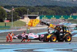 Esteban Ocon's Force India VJM11, revient au stand