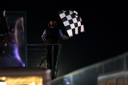 Checkered flag to end qualifying