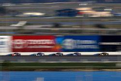 Denny Hamlin, Joe Gibbs Racing Toyota, Alex Bowman, Hendrick Motorsports Chevrolet Camaro