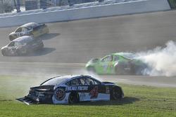 Crash: Kevin Harvick, Stewart-Haas Racing Ford Fusion, Danica Patrick, Premium Motorsports Chevrolet