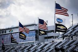 Flaggen: USA und Chevrolet