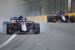 Pierre Gasly, Scuderia Toro Rosso STR13 bloque une roue en évitant Brendon Hartley, Scuderia Toro Rosso STR13