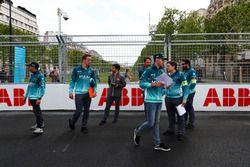 Tom Blomqvist, Andretti Formula E Team, Antonio Felix da Costa, Andretti Formula E Team, font le tour du circuit à pied