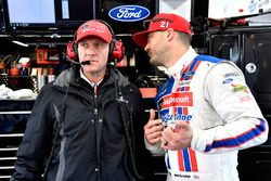 Paul Menard, Wood Brothers Racing, Ford Fusion Motorcraft / Quick Lane Tire & Auto Center with crew chief Greg Erwin