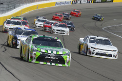 Kyle Busch, Joe Gibbs Racing, Toyota Camry Interstate Batteries e Tyler Reddick, JR Motorsports, Chevrolet Camaro Nationwide Children's