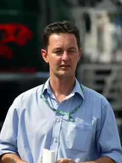 Piers Hunnisett ve menajerliğini yaptığı çaylak pilot Nicolas Kiesa, Minardi