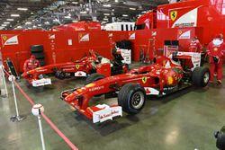 Ferrari F60 nel paddock