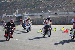Гонка мотоциклов Super Cub 100