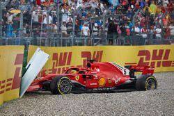 Sebastian Vettel, Ferrari SF71H, choca y queda fuera de la carrera.