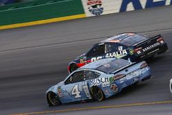 Kevin Harvick, Stewart-Haas Racing, Ford Fusion Busch Light Alex Bowman, Hendrick Motorsports, Chevrolet Camaro Axalta