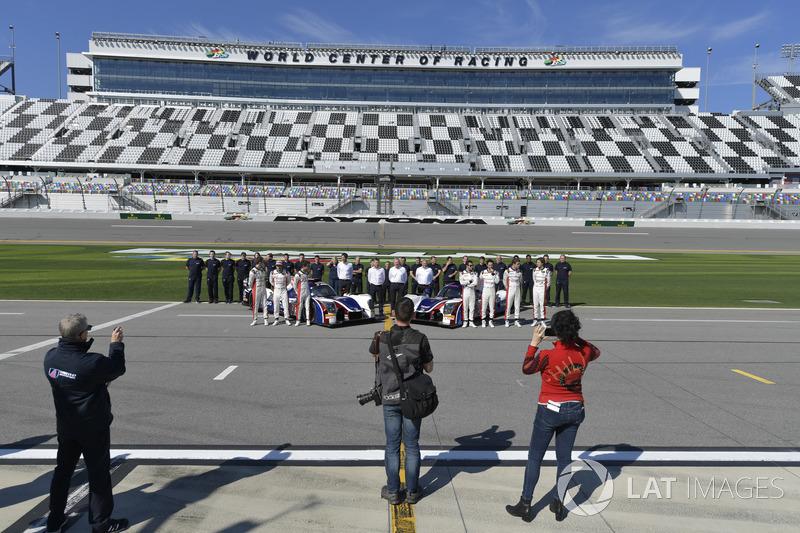 #32 United Autosports Ligier LMP2, P: Will Owen, Hugo de Sadeleer, Bruno Senna, Paul di Resta #23 United Autosports Ligier LMP2, P: Phil Hanson, Lando Norris, Fernando Alonso