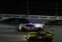 #4 Corvette Racing Chevrolet Corvette C7.R: Oliver Gavin, Tommy Milner, Marcel Fässler, #6 Acura Tea