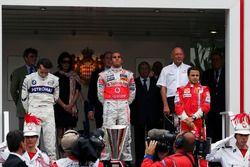 Podium: winnaar Lewis Hamilton, McLaren, tweede Robert Kubica, BMW Sauber F1, Felipe Massa, Ferrari
