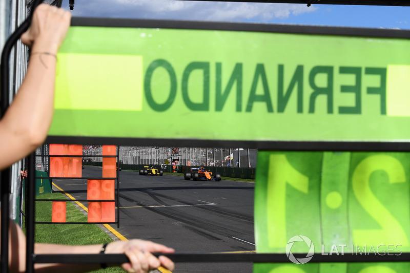 Pit board Fernando Alonso, McLaren MCL33