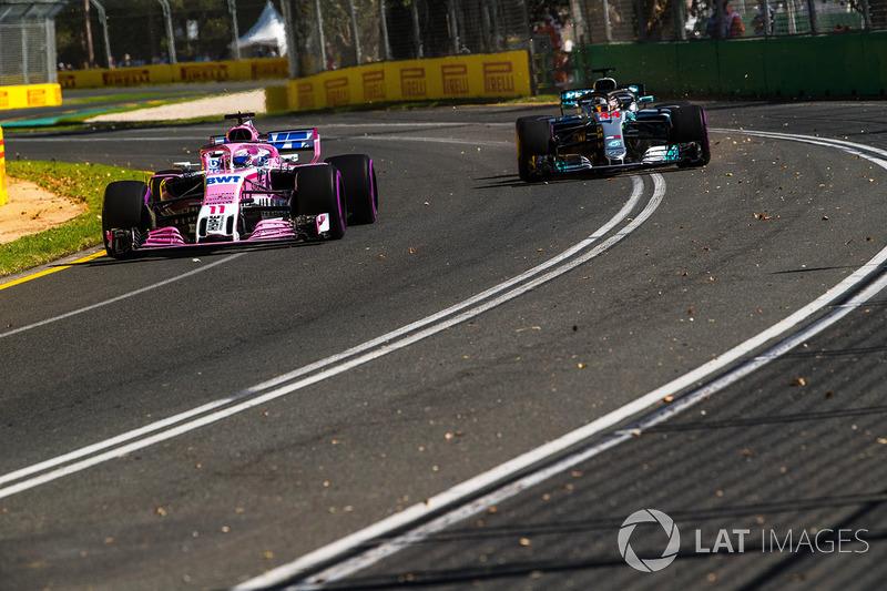 Sergio Perez, Force India VJM11 and Lewis Hamilton, Mercedes-AMG F1 W09