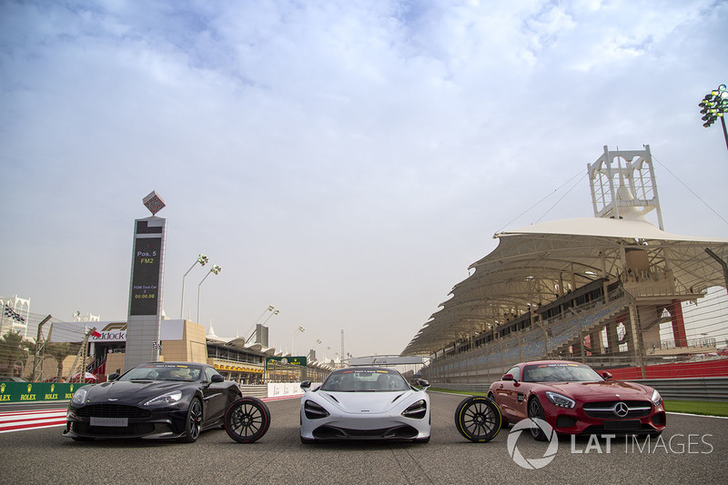 Pirelli Hot Laps coches en la parrilla