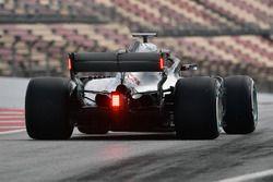 Lewis Hamilton, Mercedes-AMG F1 W09, avec des feux sur l'aileron arrière