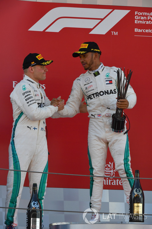 Valtteri Bottas, Mercedes-AMG F1 and Lewis Hamilton, Mercedes-AMG F1 celebrate on the podium with the trophy