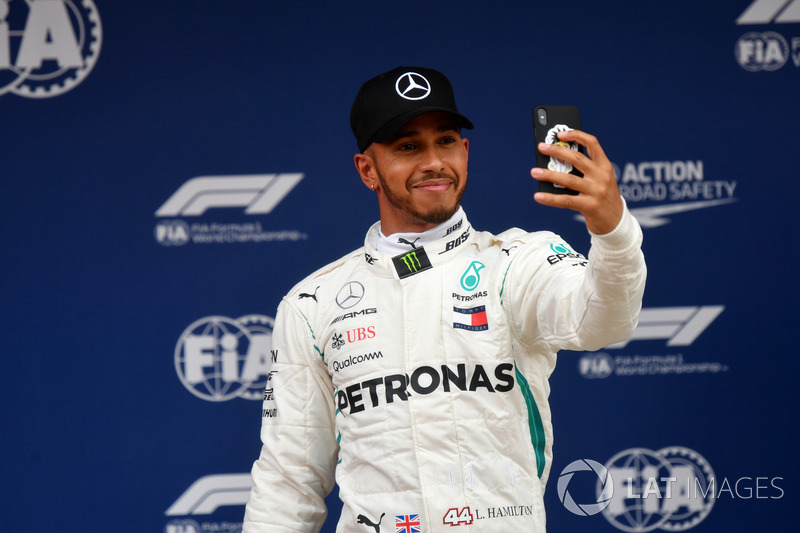 Pole sitter Lewis Hamilton, Mercedes-AMG F1 celebrates with a selfie in parc ferme