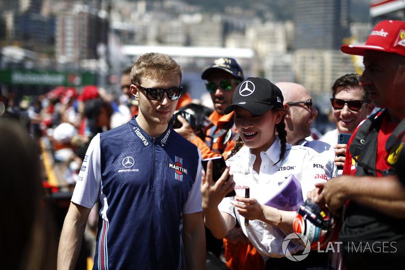 Sergey Sirotkin, Williams signe des autographes