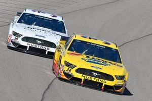 Michael McDowell, Front Row Motorsports, Ford Mustang Love's Travel Stops, John Hunter Nemechek, Front Row Motorsports, Ford Mustang Berry's Bullets