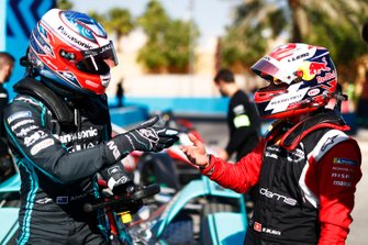 Mitch Evans, Jaguar Racing, Jaguar I-Type 4, talks with Sébastien Buemi, Nissan e.Dams, Nissan IMO2, in the pits