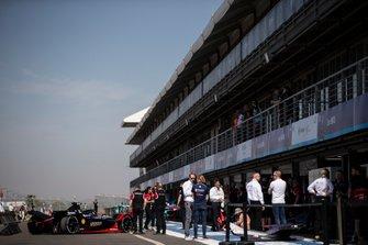 The Sébastien Buemi, Nissan e.Dams, Nissan IMO2 in the pit lane