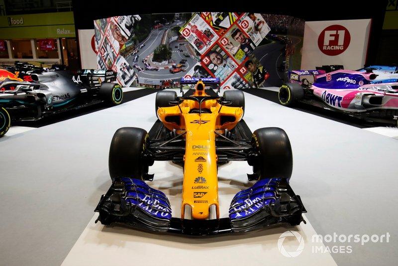 Una McLaren MCL34 sullo stand di F1 Racing