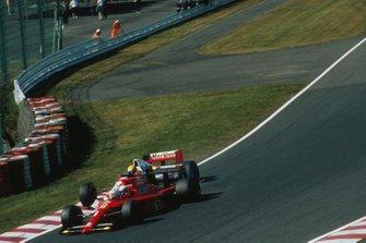 Alain Prost, Ferrari 641 e Ayrton Senna, McLaren MP4/5B fanno un contatto all'inizio della gara, al GP del Giappone del 1990