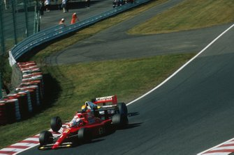 Accrochage entre Alain Prost, Ferrari 641, et Ayrton Senna, McLaren MP4/5B, au départ