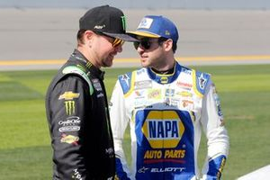 Kurt Busch, Chip Ganassi Racing, Chevrolet Camaro Monster Energy and Chase Elliott, Hendrick Motorsports, Chevrolet Camaro NAPA Auto Parts