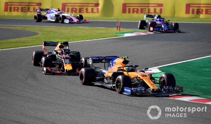 Lando Norris, McLaren MCL34, precede Alex Albon, Red Bull RB15, e Pierre Gasly, Toro Rosso STR14