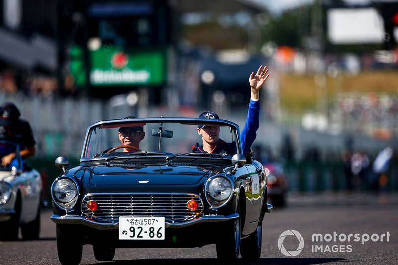 Daniil Kvyat, Toro Rosso, in the drivers parade
