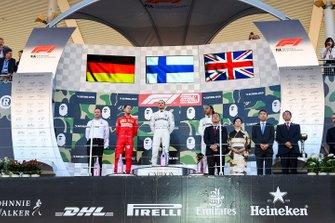 Podio: segundo lugar Sebastian Vettel, Ferrari, ganador de la carrera Valtteri Bottas, Mercedes AMG F1 y tercer lugar Lewis Hamilton, Mercedes AMG F1 Eric Blandin, jefe de aerodinámica de Mercedes AMG,
