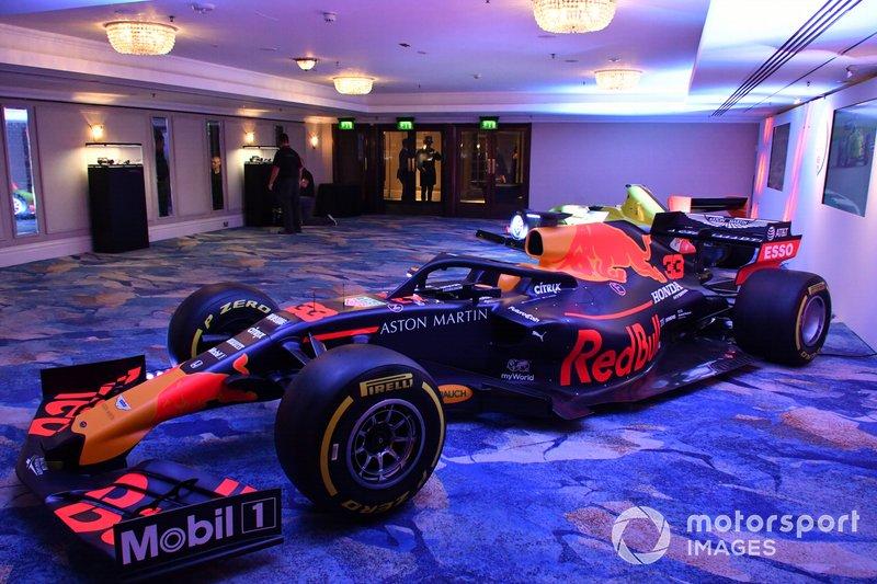 Red Bull Racing RB15 van Max Verstappen tentoongesteld