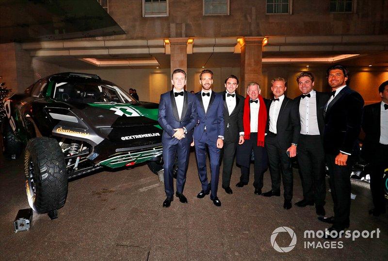 Invitados y el coche Rally Raid
