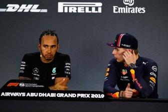 Polesitter Lewis Hamilton, Mercedes AMG F1, en Max Verstappen, Red Bull Racing