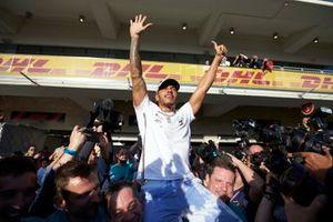 Lewis Hamilton, Mercedes AMG F1, celebra su sexto campeonato del mundo