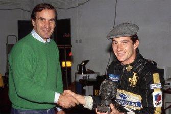Giorgio Piola hands Ayrton Senna the Gilles Villeneuve Trophy at Imola in 1985