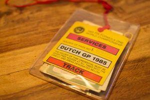 De pas van een marshal voor de Dutch Grand Prix van 1985