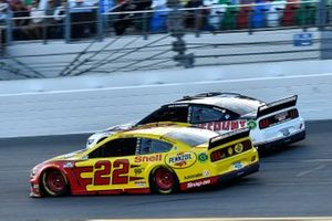 Joey Logano, Team Penske, Ford Mustang Shell Pennzoil and Brad Keselowski, Team Penske, Ford Mustang Discount Tire