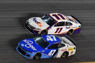 Ricky Stenhouse Jr., JTG Daugherty Racing, Chevrolet Camaro Kroger, Denny Hamlin, Joe Gibbs Racing, Toyota Camry FedEx Express