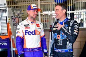 Denny Hamlin, Joe Gibbs Racing, Toyota Camry FedEx Office and Kevin Harvick, Stewart-Haas Racing, Ford Mustang Mobil 1