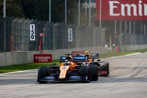 Carlos Sainz Jr., McLaren MCL34, y Alexander Albon, Red Bull RB15