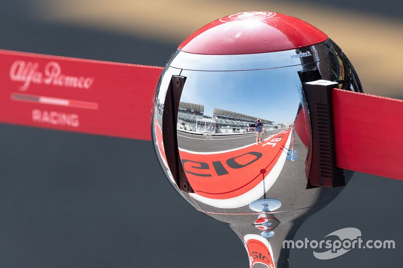 Alfa Romeo Racing reflection