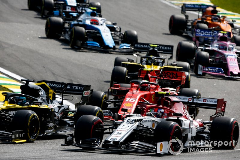 Daniel Ricciardo, Renault F1 Team R.S.19, leads Antonio Giovinazzi, Alfa Romeo Racing C38, Charles Leclerc, Ferrari SF90, Nico Hulkenberg, Renault F1 Team R.S. 19, Lance Stroll, Racing Point RP19, and the remainder of the field through the first corners