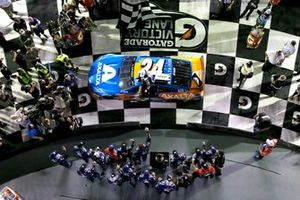 William Byron, Hendrick Motorsports, Chevrolet Camaro Axalta 'Color of the Year' celebrates in victory lane