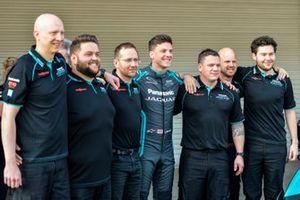 James Calado, Jaguar Racing with members of the team