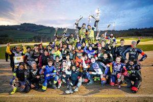 Gruppenfoto: Alle Teilnehmer der 100 Kilometer der Champions 2019 auf der VR 46 Motor Ranch von Valentino Rossi in Tavullia